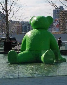 巨大な、緑の?、何?